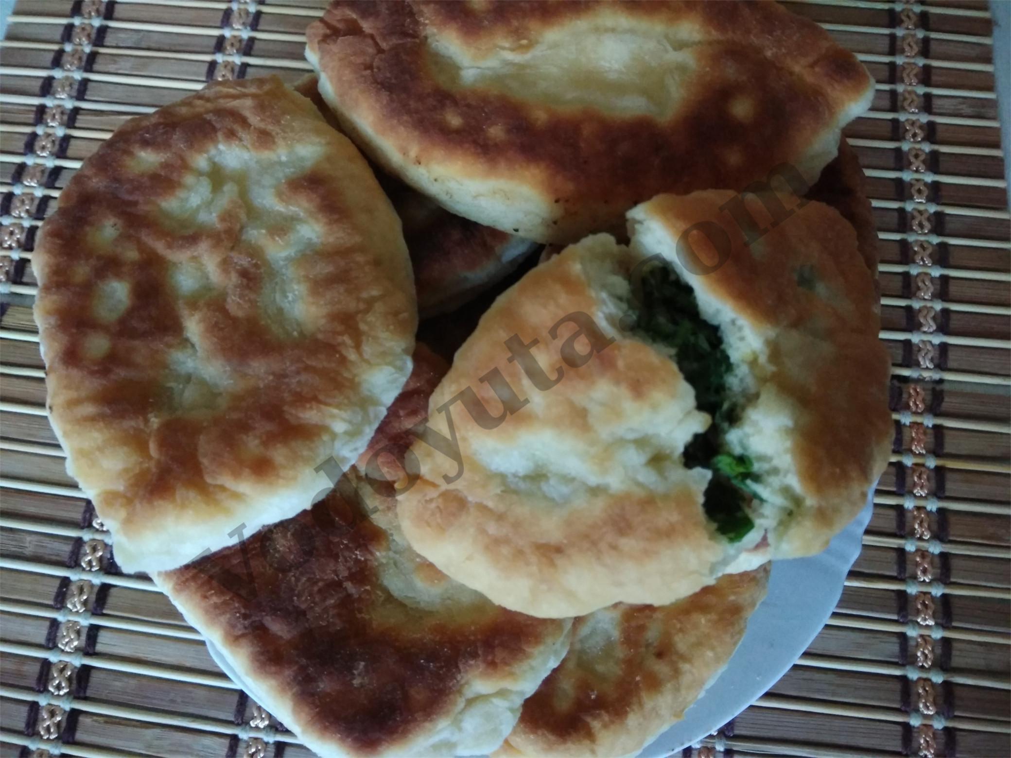Пирожки с зеленью и яйцом