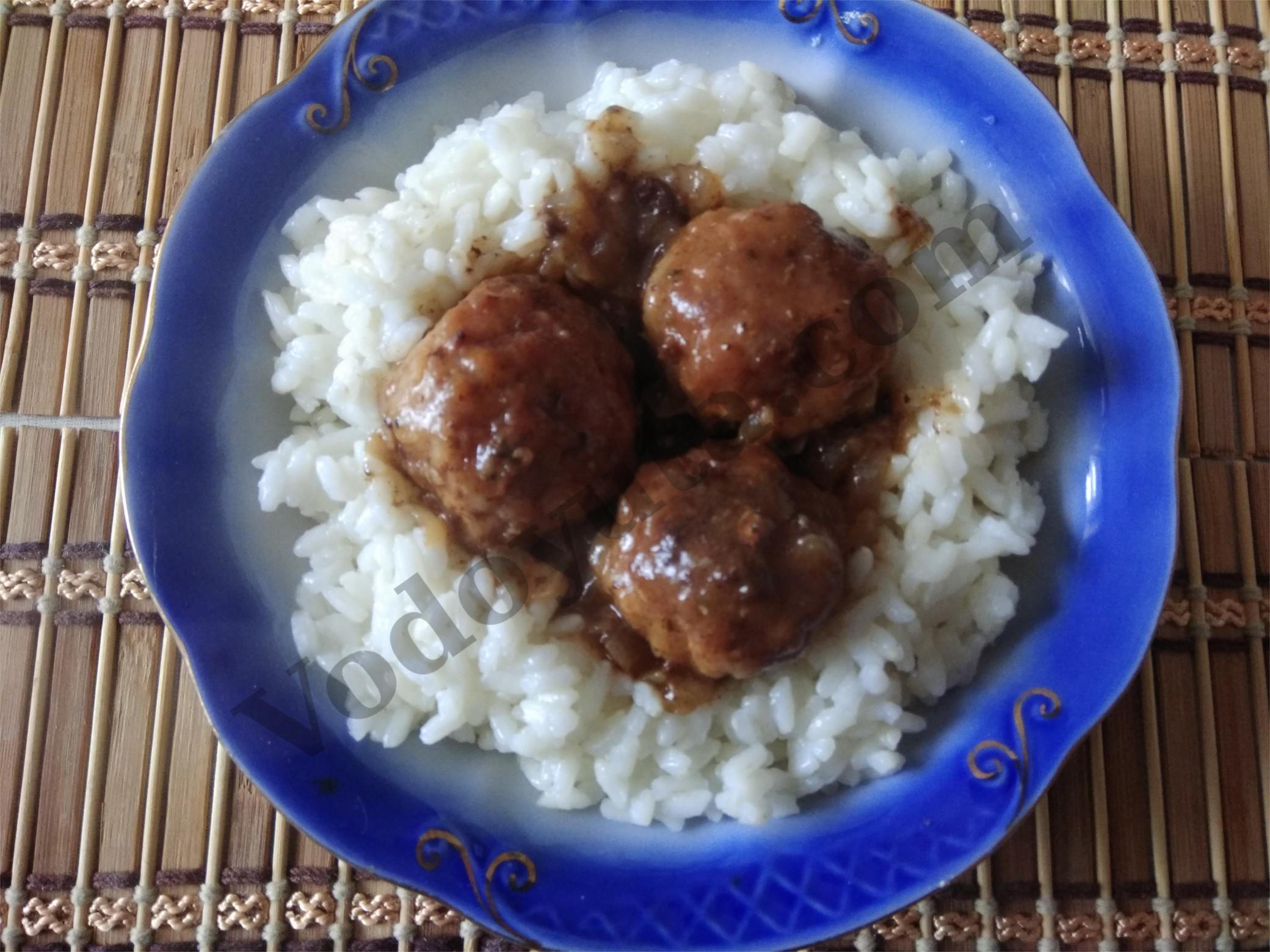 Рисовая каша с тефтельками