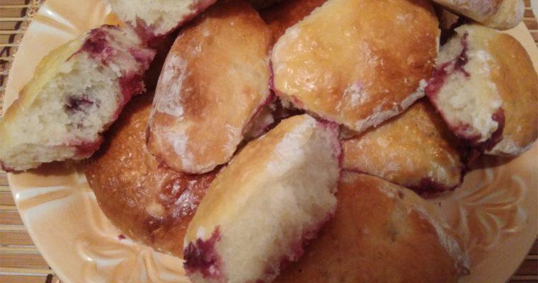 Пирожки с вишней печеные