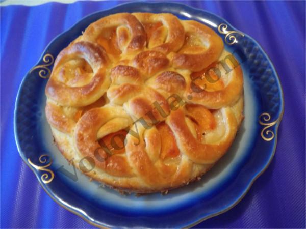 Пирог с абрикосами «Колечки»