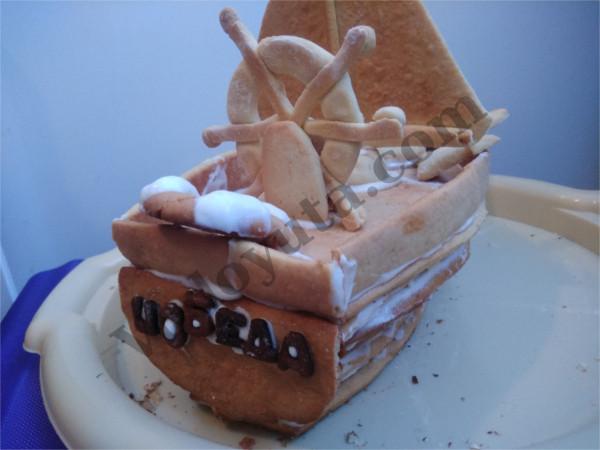 Украшение тортиков. Медовик «Яхта капитана Врунгеля»