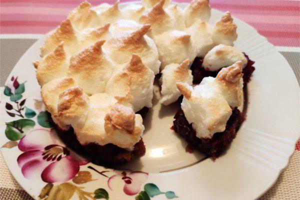 Вишневый десерт с безе